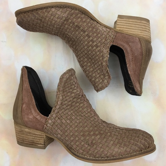 aeed9cec13c93 Very Volatile veracruz woven western ankle boots. M 5afc6bbffcdc31fbeccdf368